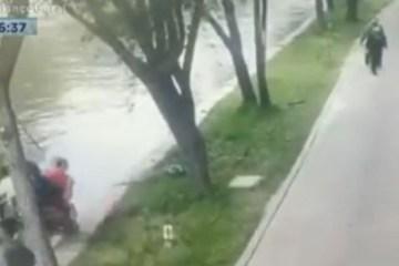 Capturar.JPGjn  - Pai e filho caem de moto em rio e são salvos por pessoas que passeavam na rua