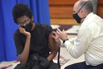 GettyImages 1316805608 - EUA começam a vacinar adolescentes entre 12 e 15 anos com a vacina da Pfizer/Biontech