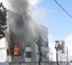 INCENDIO - Incêndio atinge apartamento no Bairro dos Estados e idoso de 79 anos fica ferido; VEJA VÍDEO