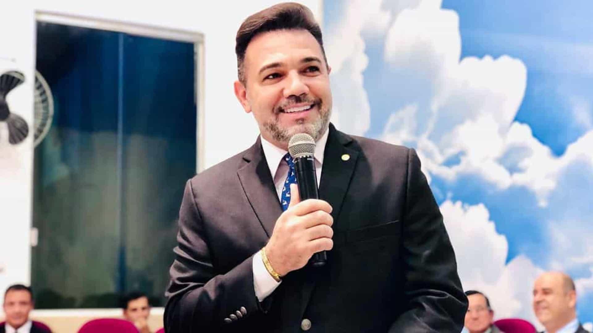 MARCO FELICIANO - Vigilância Sanitária interrompe culto com deputado Marco Feliciano por violar distanciamento