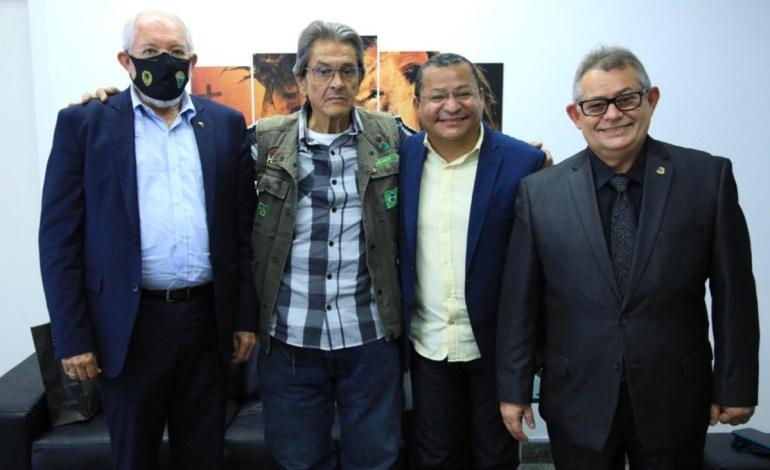 """Nilvan Ferreira PTB - Saída do """"clã"""" Santiago do PTB sinaliza rearrumação de forças políticas - Por Nonato Guedes"""