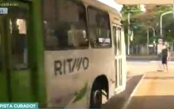 ONIBUS - Homem entra no ônibus em cadeira de rodas e desce andando no ponto - VEJA VÍDEO