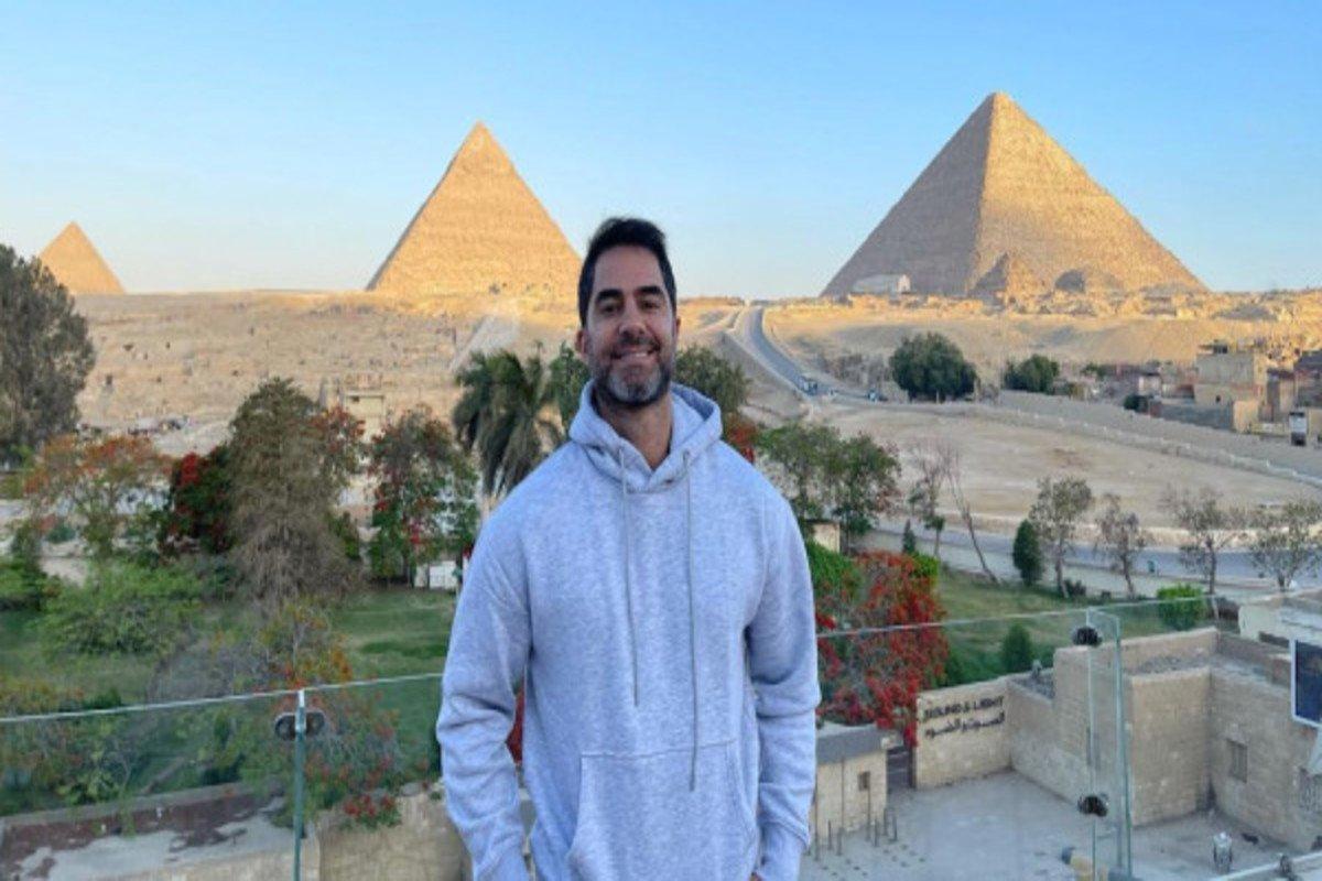 """Victor Sorrentino - Influencer bolsonarista é preso após assediar vendedora mulçumana no Egito: """"Gostam é do bem dur*"""" - VEJA VÍDEO"""