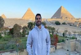 """Influencer bolsonarista é preso após assediar vendedora mulçumana no Egito: """"Gostam é do bem dur*"""" – VEJA VÍDEO"""