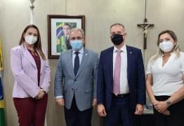 Em Brasília, Aguinaldo recepciona comitiva de prefeitos paraibanos e visita ministérios para levar demandas de municípios