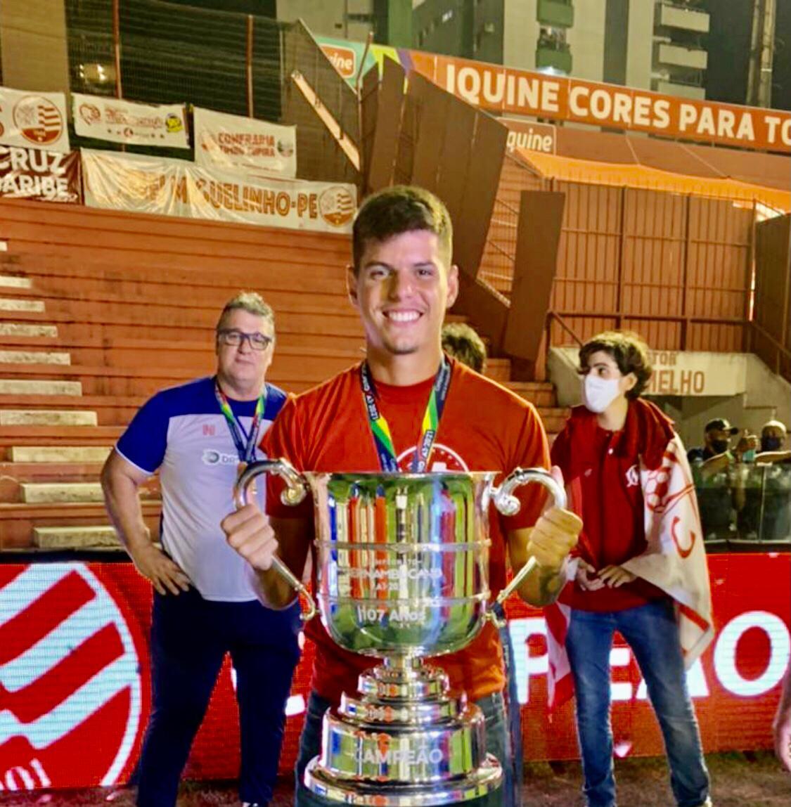 WhatsApp Image 2021 05 24 at 15.15.23 1 - NÁUTICO CAMPEÃO! Jogador paraibano conquista o campeonato pernambucano de 2021