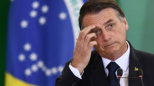 bolsonaro lamentando 300x169 - Apoio a impeachment de Bolsonaro sobe e vai a 57%, aponta pesquisa