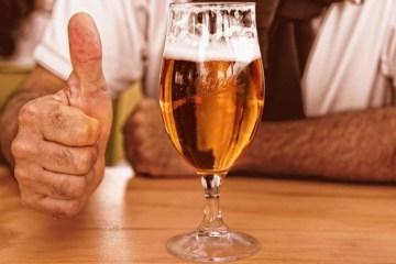 cerveja vacina 06052021100845039 - Cerveja, flores ou dinheiro: EUA incentiva vacinação contra a Covid-19
