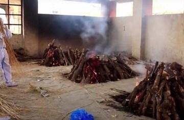 Mulher dada como morta por Covid-19 acorda momentos antes de ser cremada