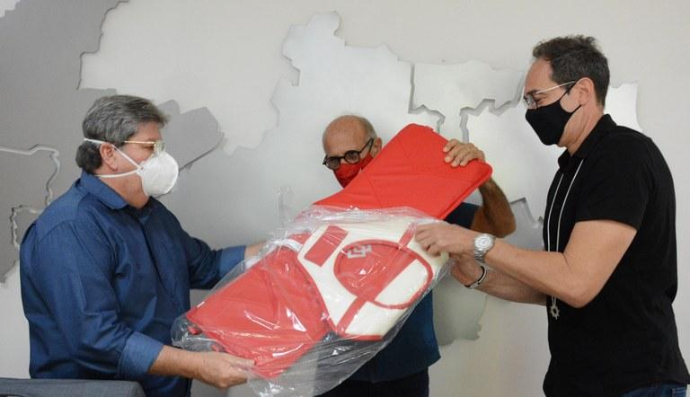 fd597dd6 2f07 47fd bf25 b87ee1e435d6 - João Azevêdo entrega coletes eletrônicos para Federação Paraibana de Taekwondo Olímpico
