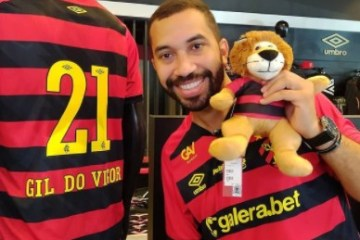 "gilberto 2 - Ex-BBB Gilberto visita clube do Sport, sofre homofobia por parte de conselheiro do timee lamenta: ""Machuca muito"" - OUÇA"