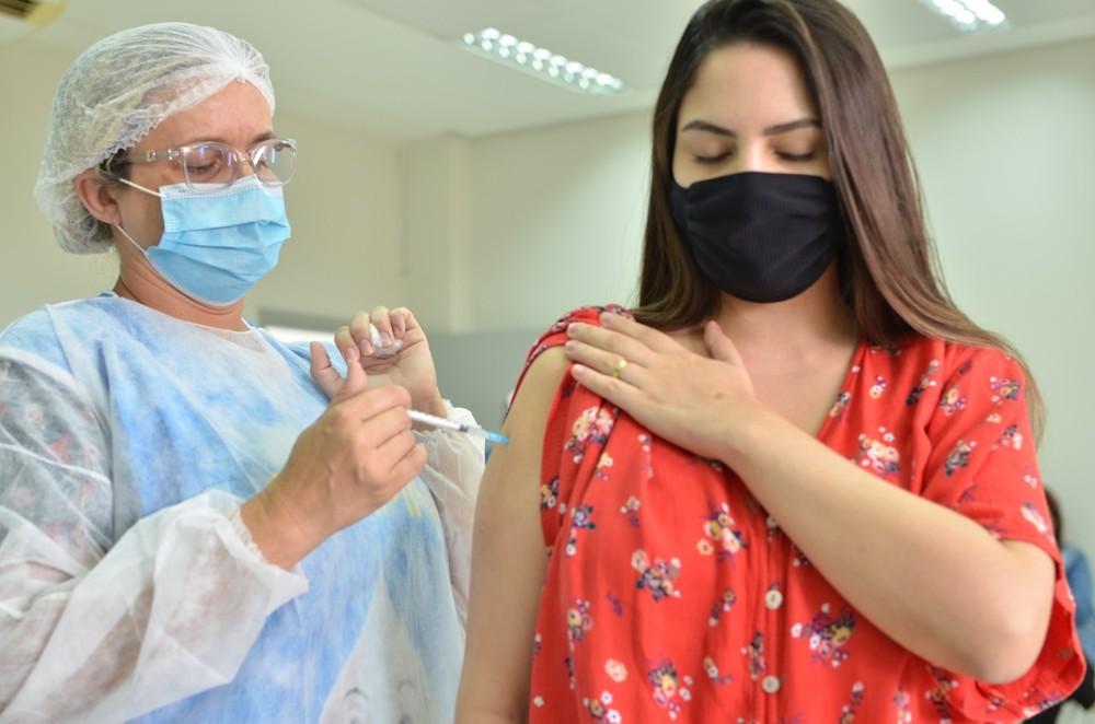 img 20210506 wa0048 - Pessoas com comorbidades a partir de 36 anos recebem 1ª dose da vacina, em Campina Grande