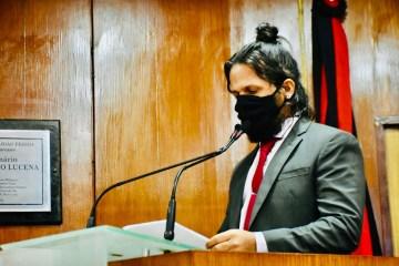 "Vereador defende volta de atividades presenciais na CMJP e critica Eliza: ""Tudo é esquerda e direita; ela dorme do lado direito"""