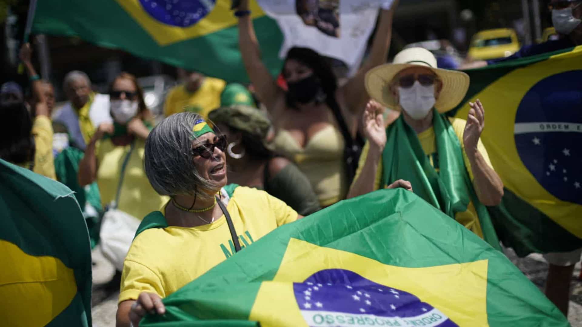 naom 608d8dc8cd5ad - Equipe da CNN é hostilizada e expulsa de ato bolsonarista no Rio - VEJA VÍDEO
