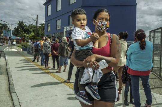 saq - Sem dinheiro para sobreviver, 9 em cada 10 brasileiros criticam novo valor do Auxílio Emergencial