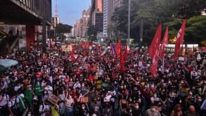 """000 9b2338 300x169 - Datena critica manifestações contra Bolsonaro durante a pandemia e fala de violência policial: """"Há democracia na porrada?"""""""
