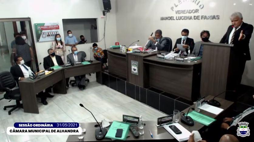 JOAO SUFOCO - 'AQUI NÃO TEM NENHUM ANJO': vereador de Alhandra acusa colegas de irregularidades e sessão é encerrada após bate-boca; VEJA VÍDEO