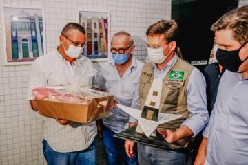 Ministro João Roma faz entrega de alimentos em João Pessoa e anuncia renovação de auxílio emergencial
