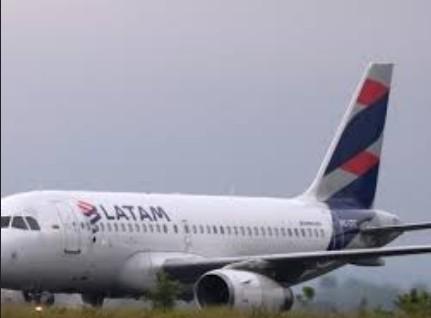 avvv - Avião da Latam que saía de João Pessoa para São Paulo escapa de tragédia após aves se chocarem com turbina