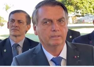 bolsonaro 2 300x216 - Depois de ser desmentido pelo TCU, Bolsonaro volta a falar em supernotificação de mortes por Covid-19