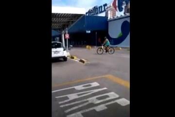 carrefour assalto - MOMENTOS DE TERROR! Homens armados assaltam supermercado e levam reféns em fuga - VEJA VÍDEO