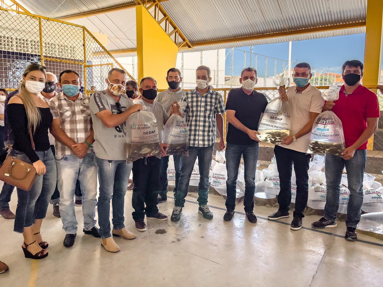 download - Durante solenidade, Prefeitura de São José de Piranhas e Governo da PB realizam distribuição de alevinos