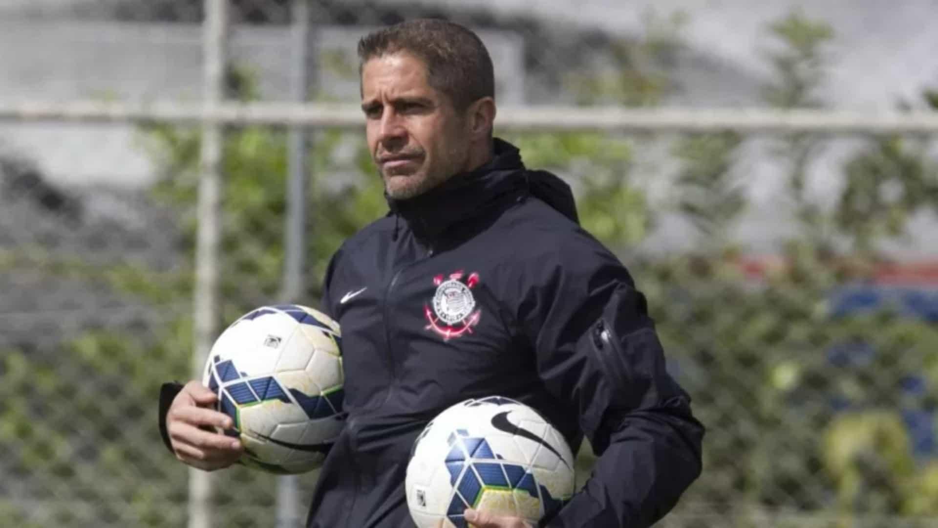 naom 60ad2d2ca2193 - Sylvinho desafia carências do Corinthians para emplacar proposta de jogo