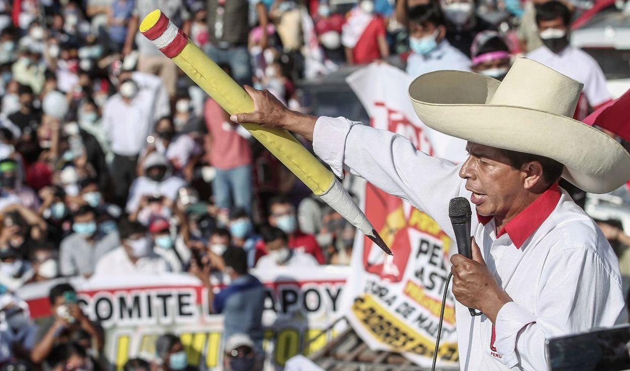 """pedro castillo 2 - Lula parabeniza Pedro Castillo por vitória no Peru: """"Avanço na luta popular na América Latina"""""""