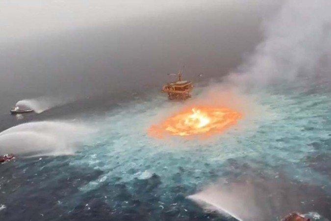 """1 image  12  6740727 - Incêndio em águas oceânicas? """"Olho de fogo"""" acontece no México e gera grande repercussão - VEJAVÍDEO"""