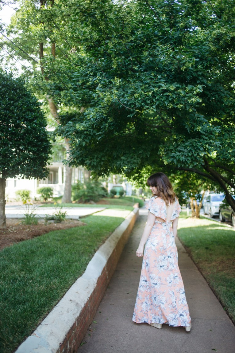 peach maxi dress with open back || www.polishedclosets.com