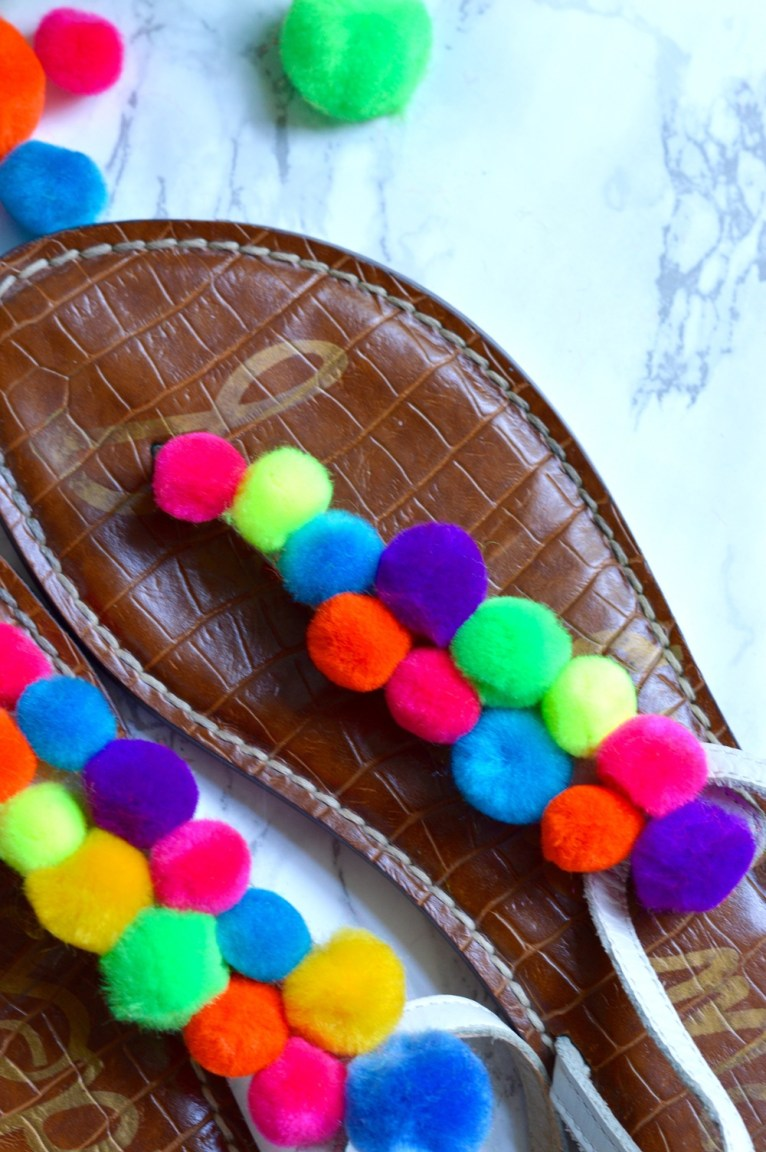 DIY Pom Pom Sandals || @polishedclosets