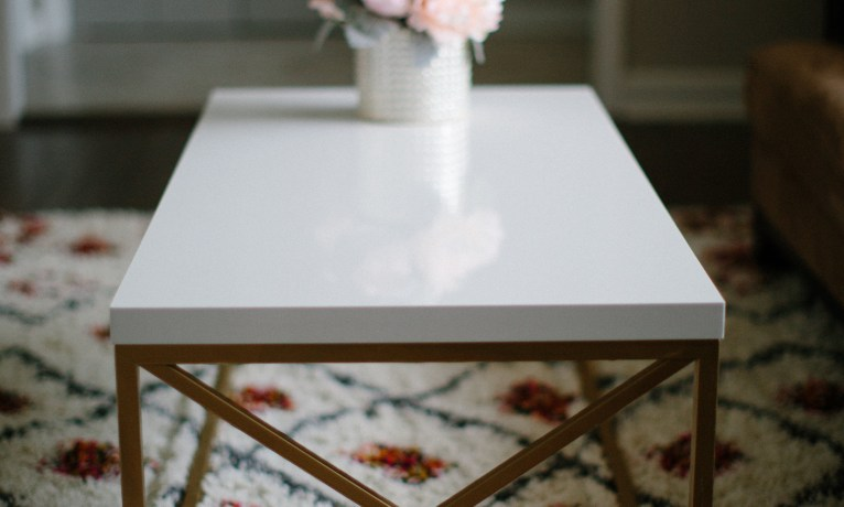 DIY White Coffee Table With a Designer Feel