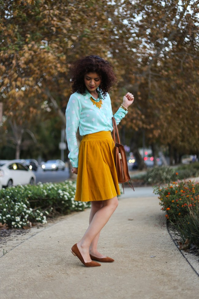 Pairing mustard and mint for a unique color combination | color inspiration | colorful outfit | fall colors | spring colors | skirt outfit | beautiful colors | everyday style blog