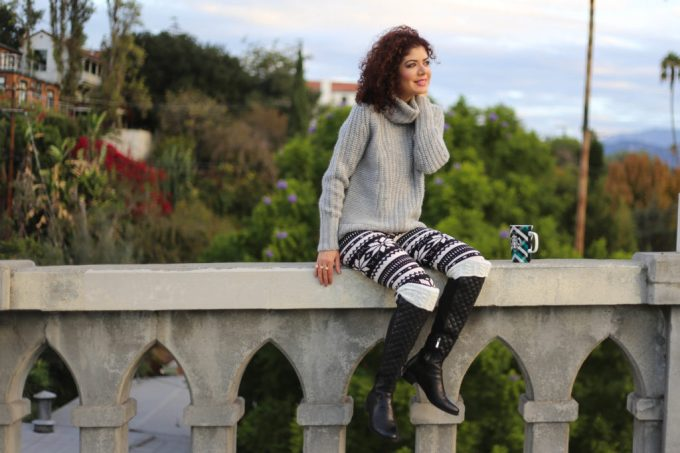 Simple addiction leggings with turtleneck sweater