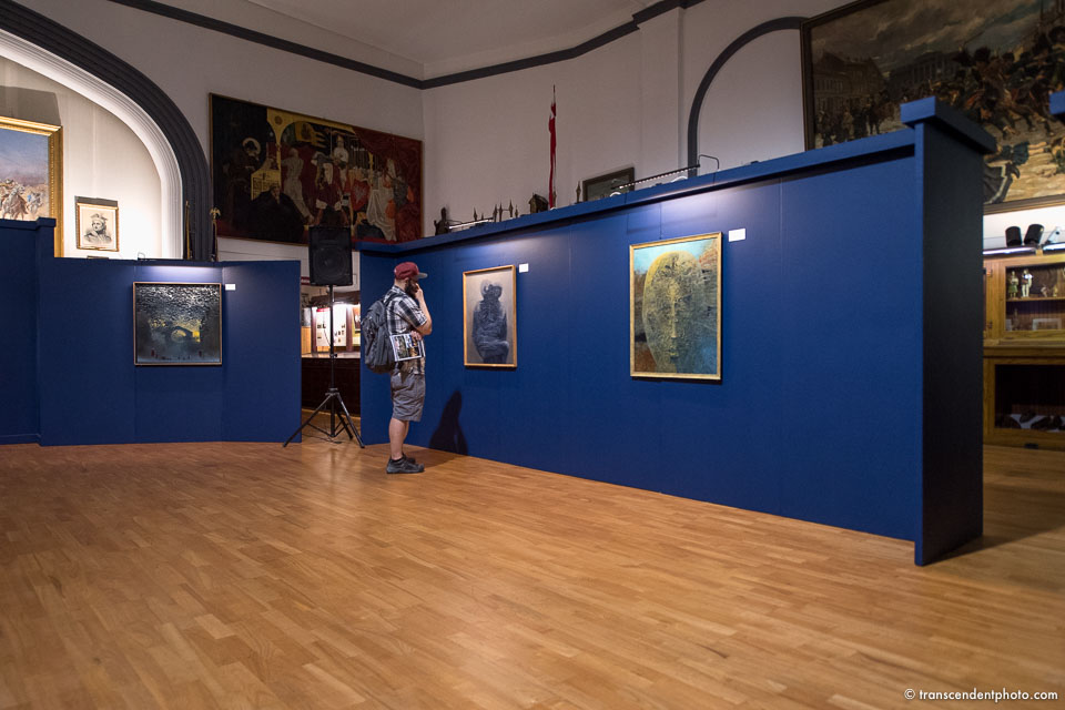 Saturday at the Museum / Beksinski