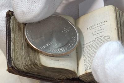 Size comparision coin vs. book