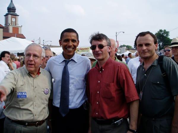 """Sen. Barack Obama w czasie spotkania z przedstawicielami Polonii na """"Taste of Polonia"""" , 2004."""