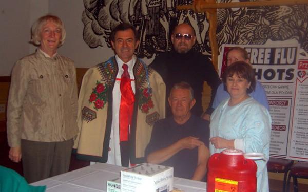 Od lewej: Halina Szarkowska, lekarz ZPPA, prezes ZLP dr Bronisław Orawiec, red. mgr Jan Skupieñ, red. Miłosz Sowa, Sylwia Gawrysiuk, Jolanta Jaworska. Dom Podhalan, Chicago, 17 listopada 2008.