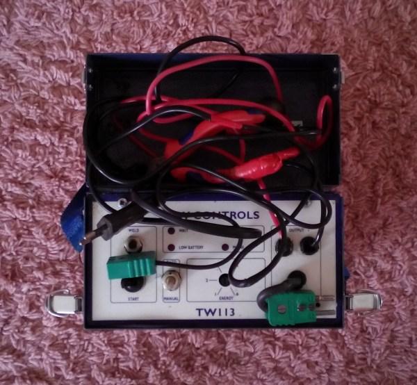 Аккумуляторная машинка для приварки термопар