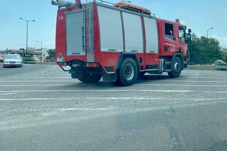 Στους δρόμους τα πυροσβεστικά οχήματα, σε ετοιμότητα λόγω ισχυρών ανέμων