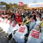 Στη Νότια Κορέα, ξυρίζουν τα κεφάλια τους για διαμαρτυρία