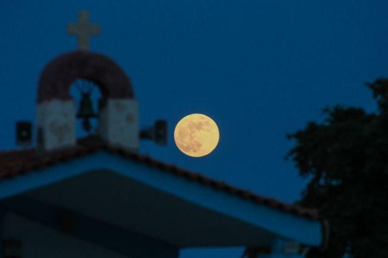 «Πανσέληνος της Φράουλας» και έκλειψη Σελήνης απόψε – Ορατά και από την Ελλάδα