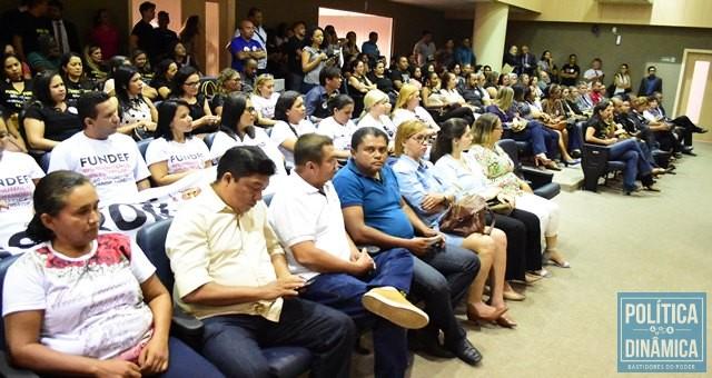 Servidores da Educação durante a sessão (Foto: Jailson Soares/PoliticaDinamica.com)