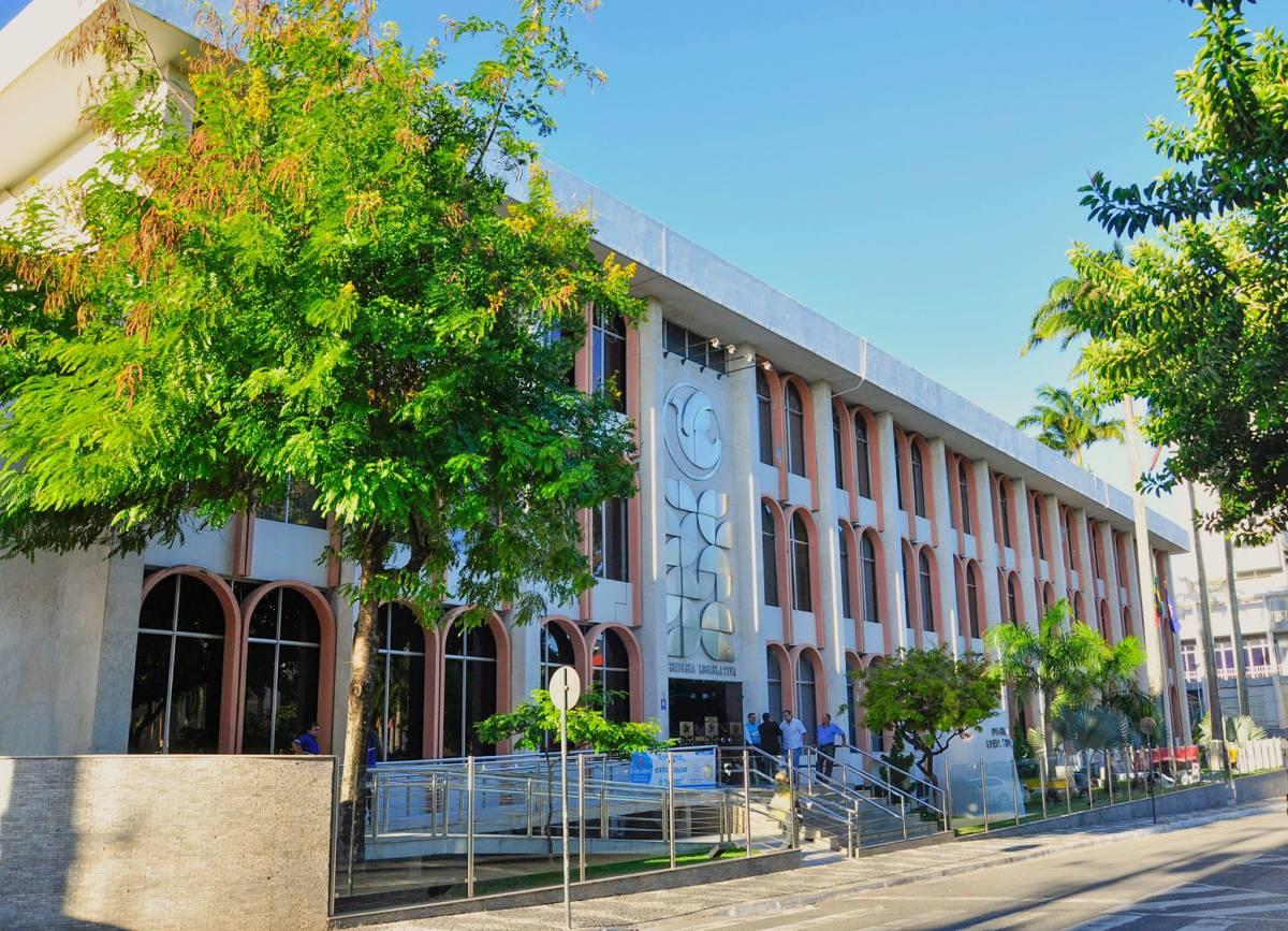 Resolução diminui 20% do salário e número de assessores de deputados da Paraíba