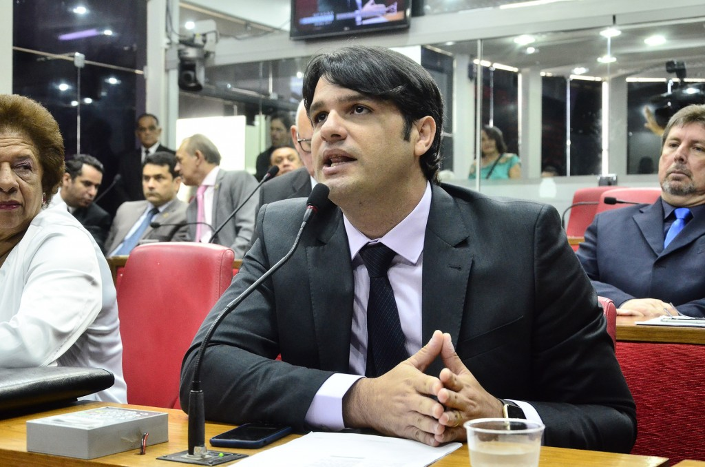 VÍDEO: Helton faz críticas, Léo Bezerra pede que ele deixe o Procon ou renuncie cargo de vereador