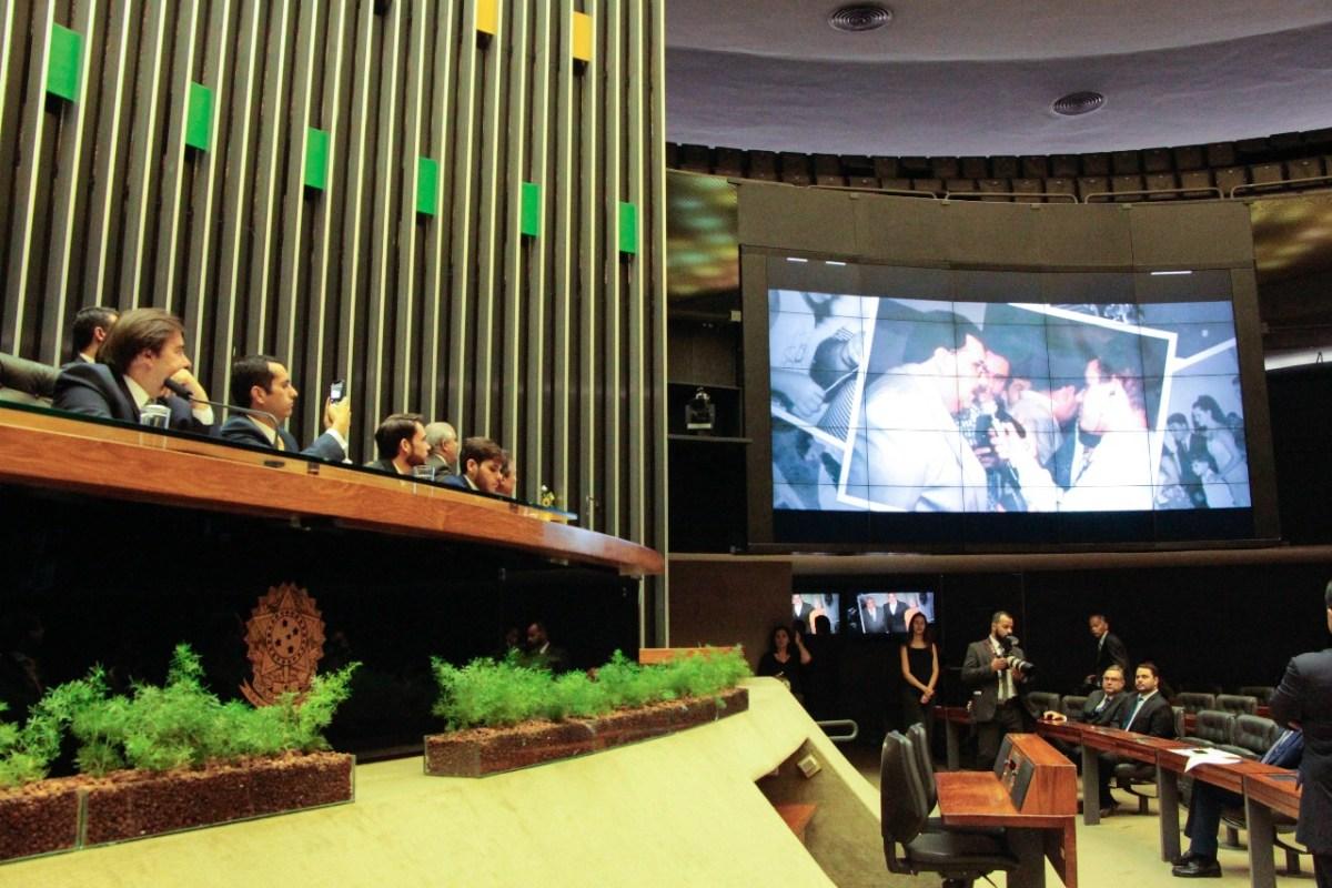 Câmara Federal faz homenagem póstuma a Rômulo Gouveia em sessão com representantes do Brasil