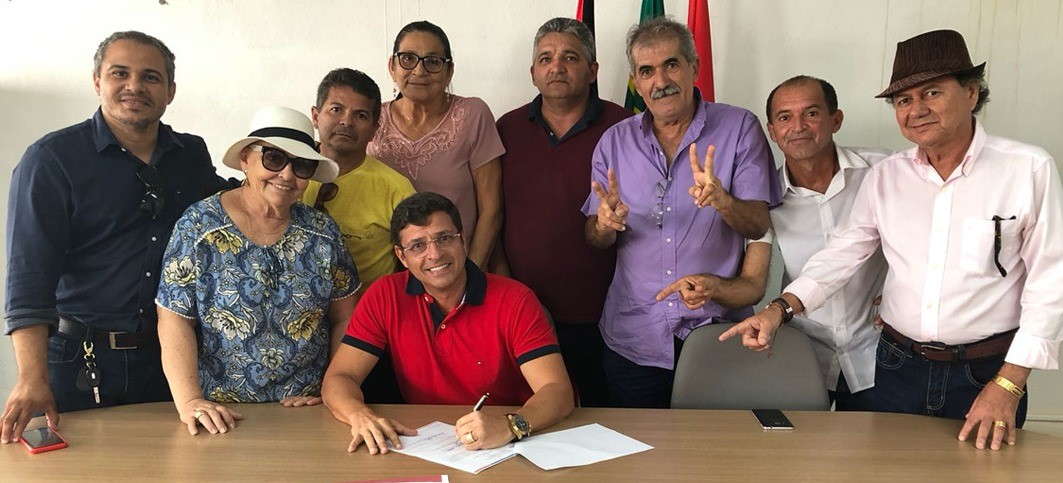 Prefeito assina maior ordem de serviço para saúde de Cabedelo