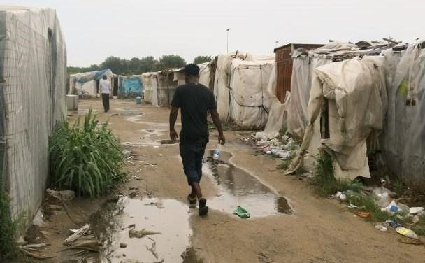 al Jazeera: il Coronavirus e i timori per i raccoglitori di frutta africani sfruttati in Italia