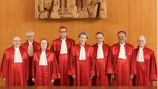 Corte tedesca dà lo stop alla BCE. La politica italiana deve decidersi… – di Giuseppe Davicino