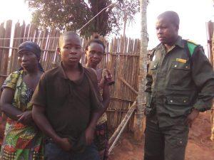 Les trois otages libérés par les FARDC.  © Patriote Taipa
